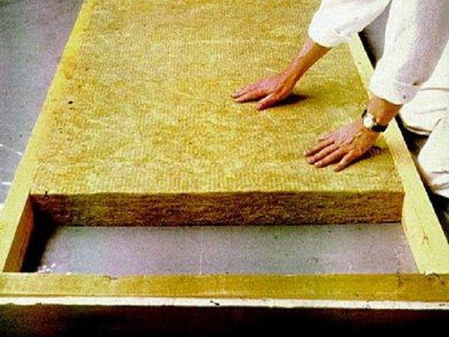 Каменная (базальтовая) вата - самый удобный в работе материал