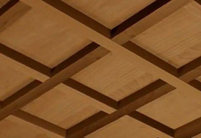 Декоративные балки на фанерном потолке