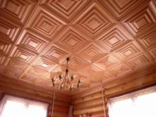 """Деревянные декоративные панели придают потолку исключительно """"богатый"""" вид"""