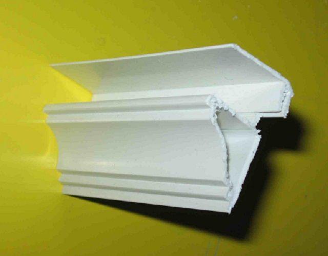 Схема фиксации декоративного потолочного плинтуса к планке