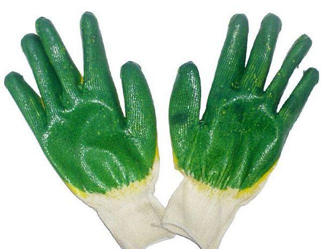 Для работы с бетоном удобны тканевые перчатки с прорезиненой рабочей поверхностью