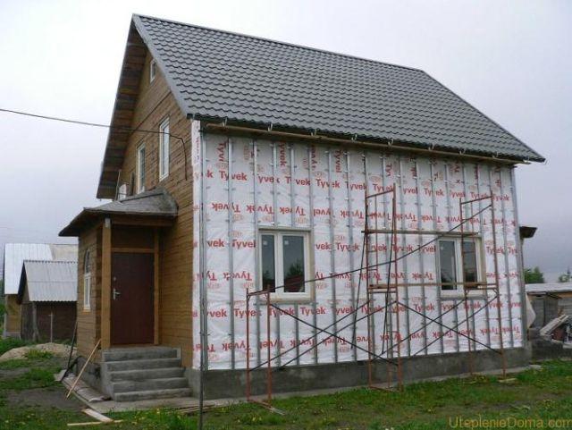 Дом с обрешеткой под сайдинг, смонтированной из металлических профилей для гипсокартона