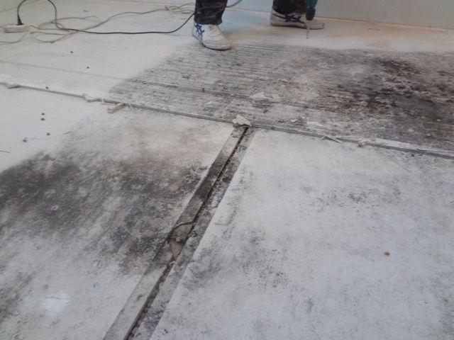 Пропитавшаяся водой керамзитовая сухая стяжка, увы. подлежит демонтажу