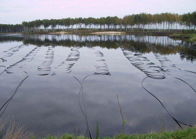 Трубы необходимо притопить на глубину не менее 2 метров