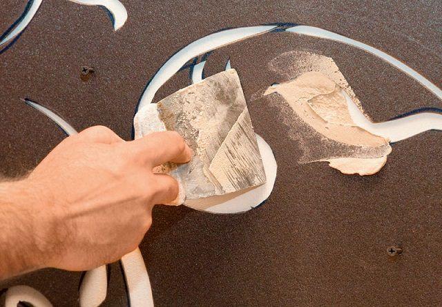 Нанесение объемных деталей через окна трафарета с использованием шпатлевки