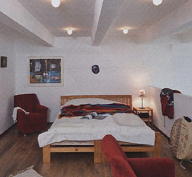 """Над кроватью не должно быть нависающих, """"давящих"""" элементов конструкции или оформления помещения"""
