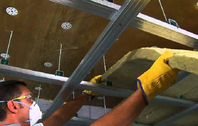 """Если требуется каркасная конструкция, то она может крепиться после отделки потолка """"тексаундом"""""""