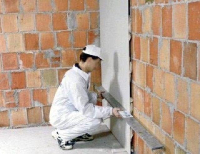Корректировка правильности прилегания гипсокартонного листа к стене