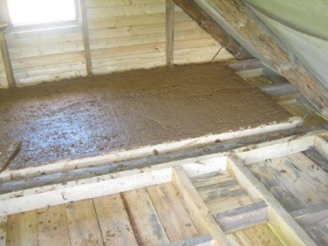 В качестве утеплителя выбрана смесь опилок с глиной