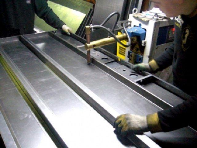 Сборка металлического каркаса дверного полотна