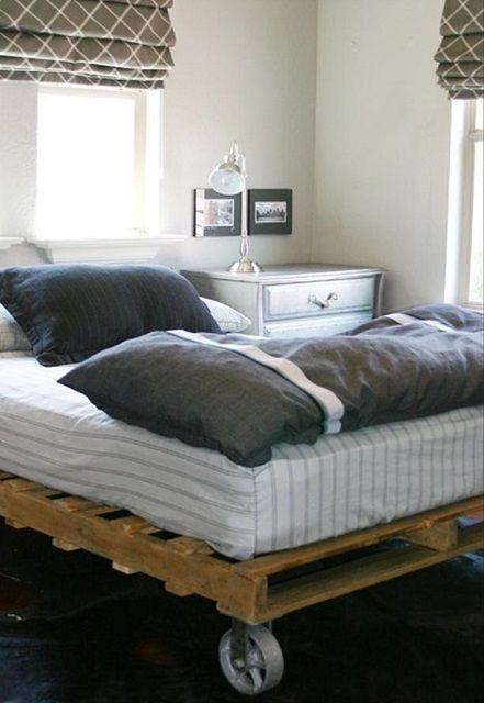 Кровать на колесах - может быть, и оригинально, но вызывает не самые лучшие ассоциации