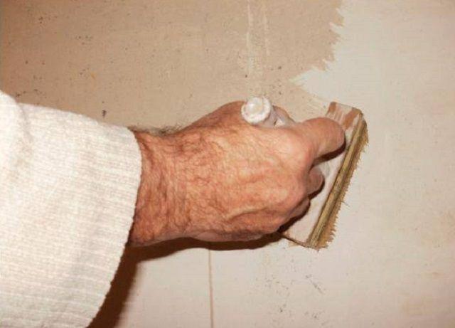 Жидкие составы обычно глубоко проникают в поверхность