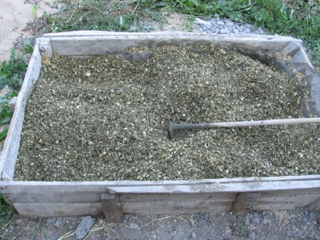 Приготовление опилочно-цементной смеси
