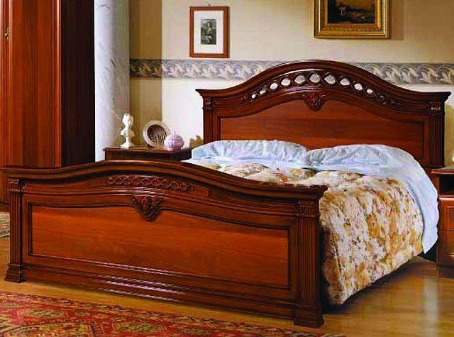 Очень гармоничная симметрично изогнутая спинка кровати