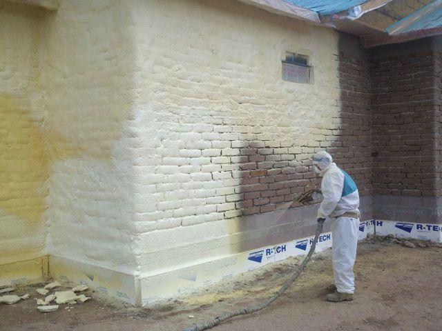 Напыление пенополиуретана на внешние стены