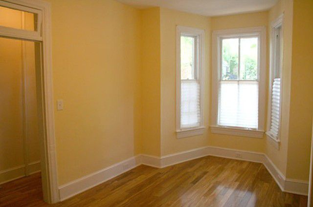 Покрасить комнату сложной конфигурации - намного проще, чем оклеить обоями