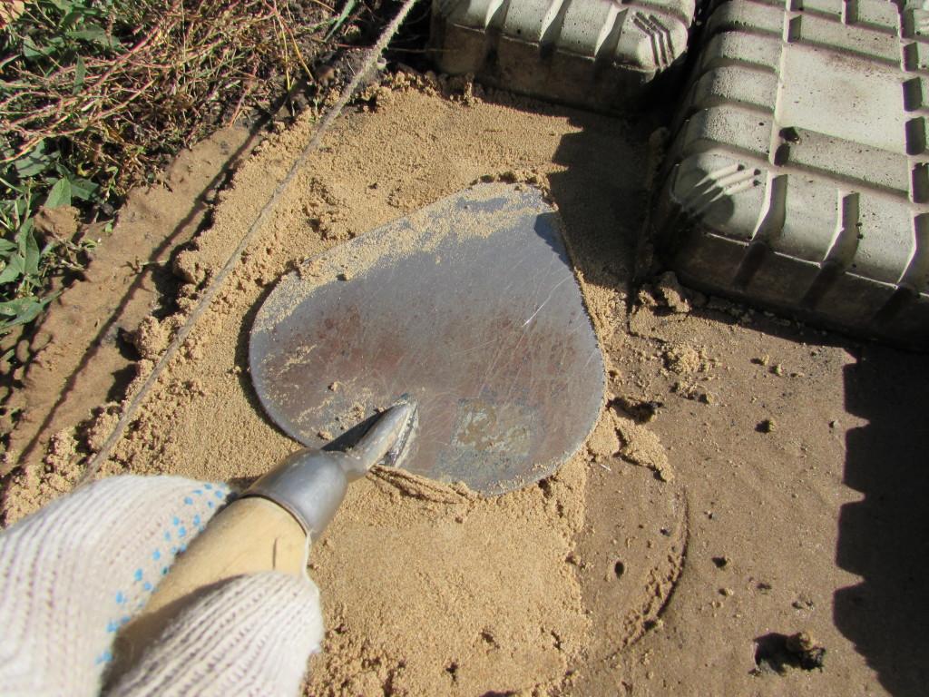 Досыпаем песок под тонкую плитку