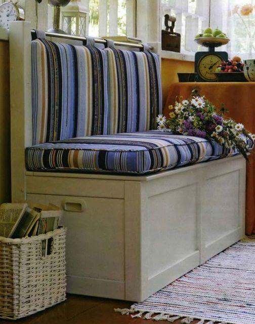 Очень симпатичный диван, который одновременно становится вместительным хранилищем