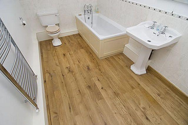 Для ванной подойдет и правильно подобранный тип ламината
