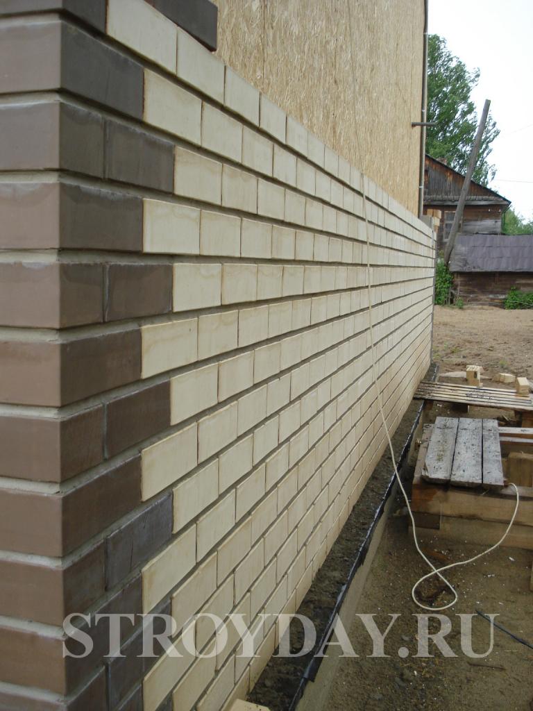 Обшиваем стены дома керамическим кирпичом