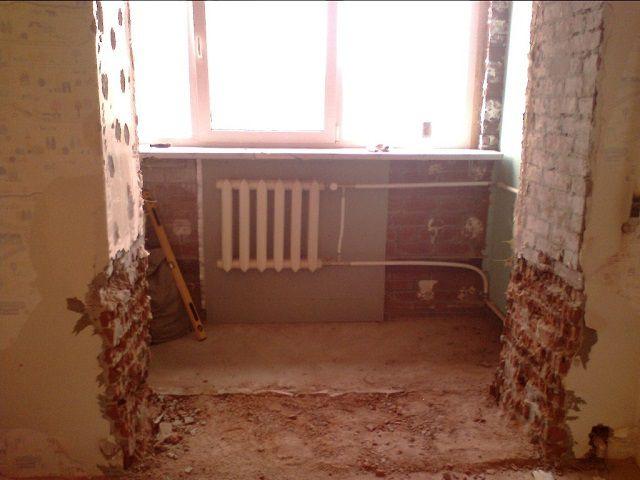 Полное объединение лоджии с комнатой - еще один вариант расширения пространства помещения для дальнейшего разделения на гостиную и спальную