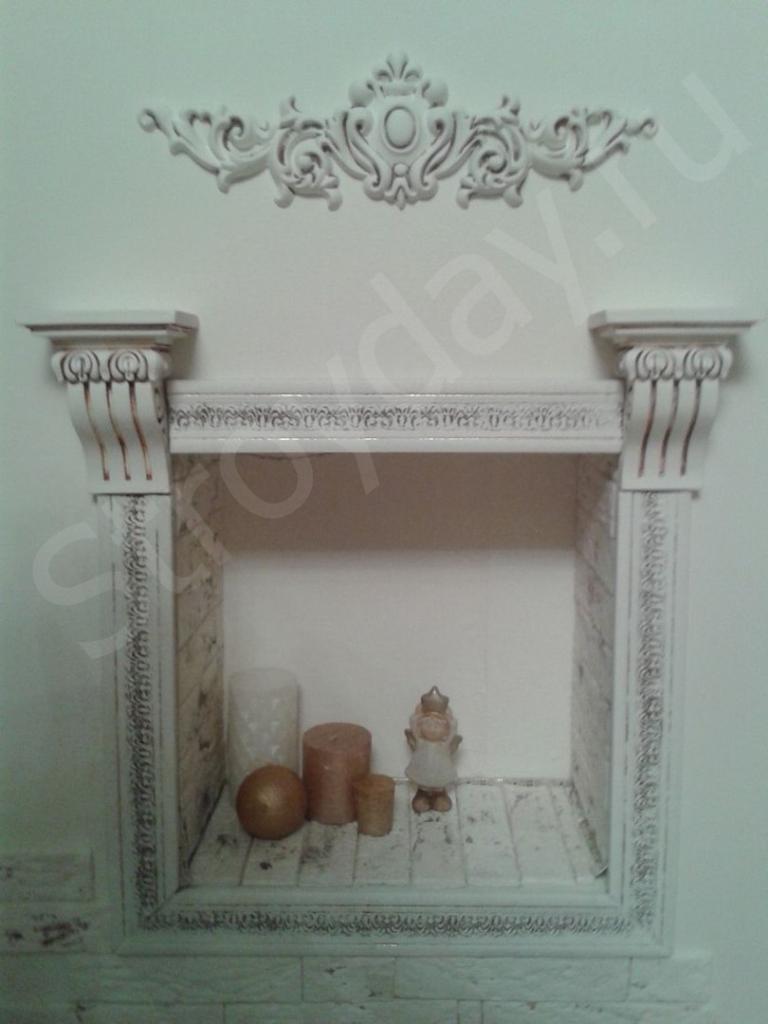 Окрашиваем декоративный плинтус белой краской