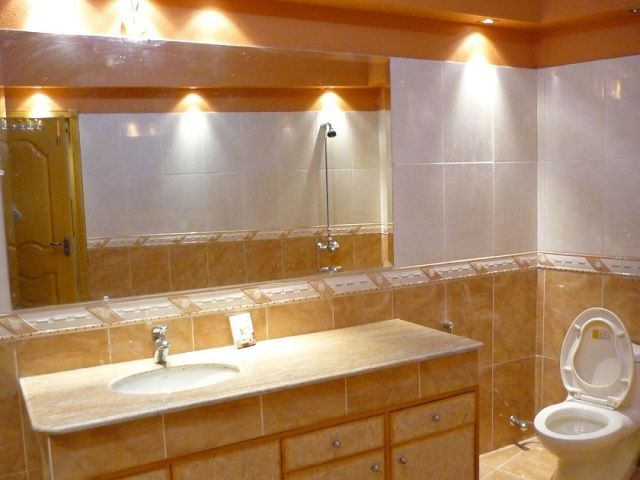 Ванные комнаты, лишенные естественного света,  требуют особого подхода к освещению