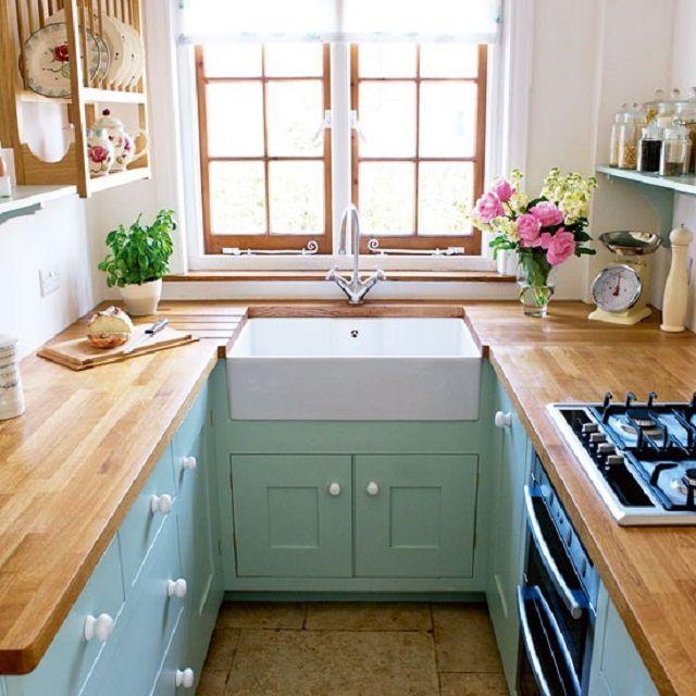 Пример очень узкой кухни, где разместился П-образный гарнитур