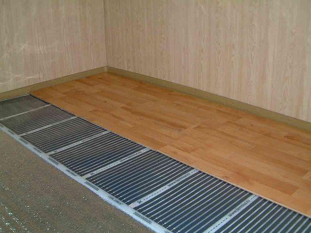 Под ламинированным покрытием можно смонтировать инфракрасный пленочный подогрев