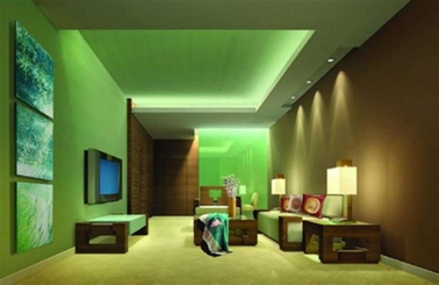 Подсветка смонтирована в нише подвесного гипсокартонного  потолка