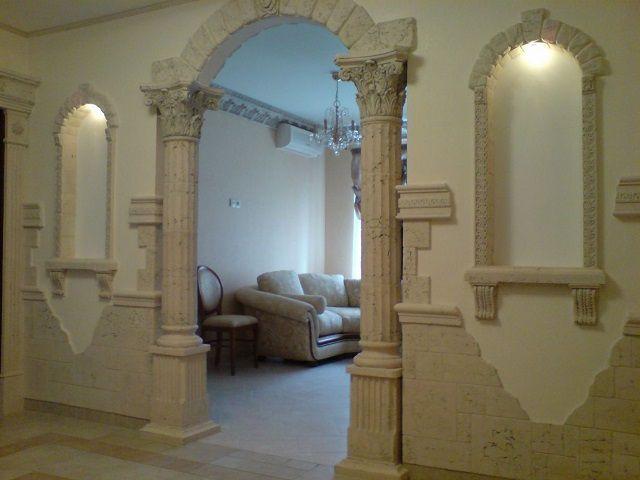 Использование элементов гипсовой или имитационной лепнины может быть ограничено размерами помещения