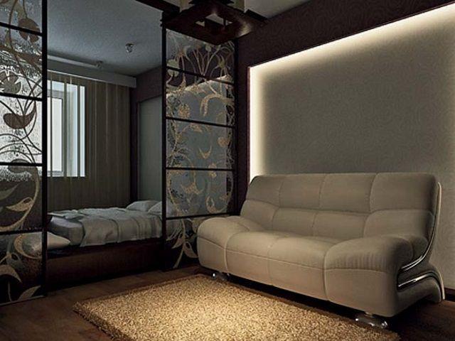 Красиво исполненное выделение площади спальной с помощью раздвижной перегородки