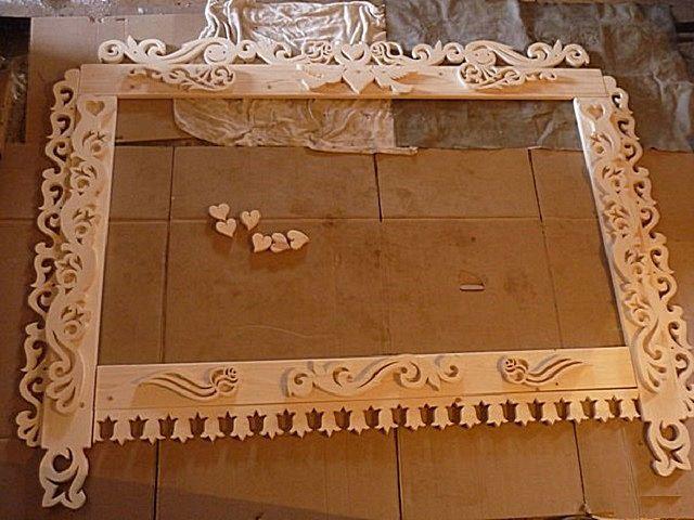 Мелкие рельефные детали гораздо проще изготовить отдельно, а потом вклеить в нужное место