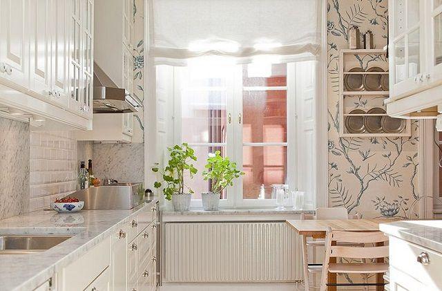 Оптимальное цветовое решение для тесной кухни - мягкие пастельные теплые тона