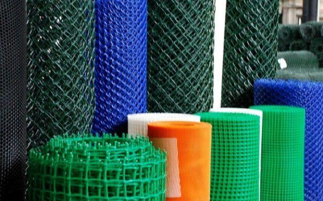 Самые недорогие - пластиковые армирующие сетки