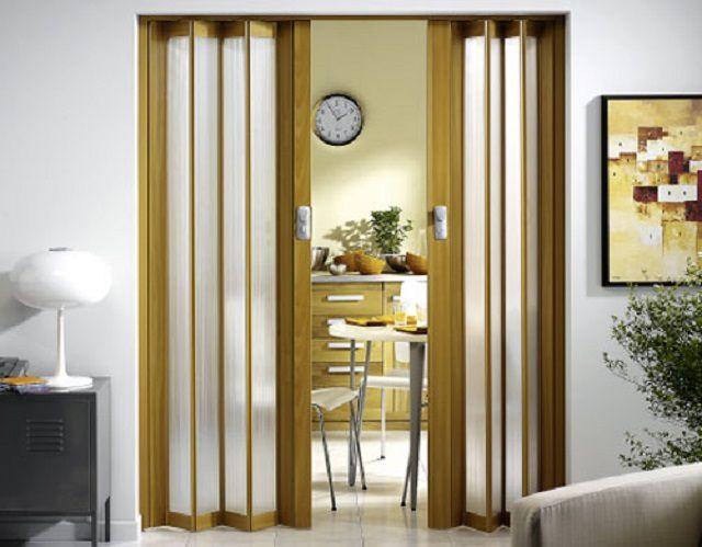 По мере возможностей рекомендуется применять раскладные варианты входных дверей на кухню