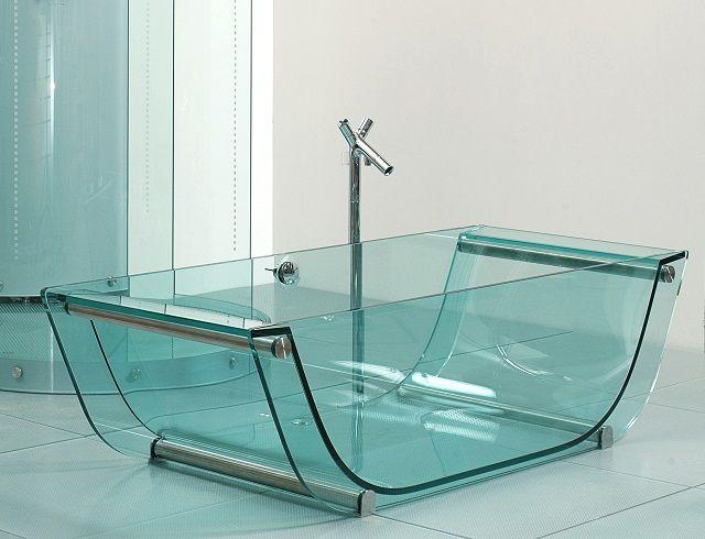 Несмотря на кажущуюся хрупкость, стеклянные ванны - это очень прочные конструкции