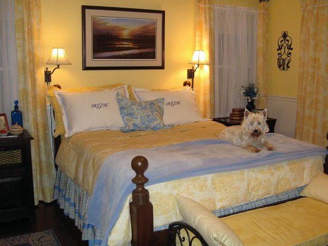 Мягкие теплые тона способны вызвать у человека ощущение особой домашней защищенности, что очень важно для здорового сна