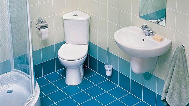 Нередко оптимальным решением может стать унитаз, конструкция которого предусматривает установку в углу ванной