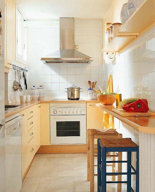 Узкая кухня с Г-образным уголком