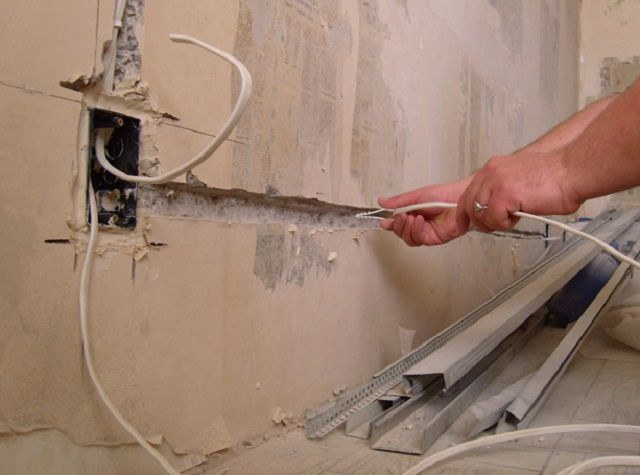 Прокладка необходимой кабельной разводки ...