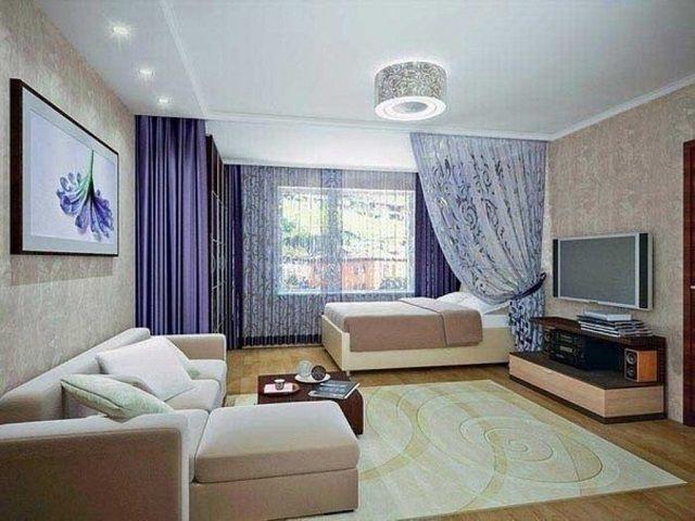 Один из самых доступных вариантов - разделение зон помещения шторами