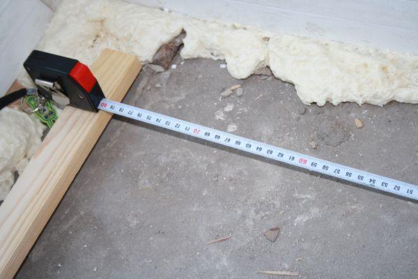 Измеряем площадь балкона с помощью рулетки