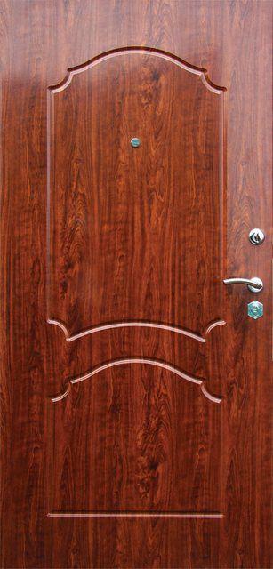 Массивные двери вполне могут быть установлены на входе в квартиру или дом