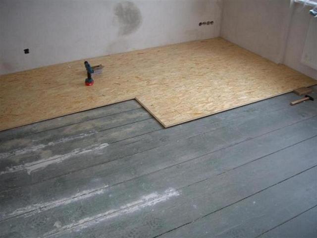 Как класть ламинат на деревянный пол своими