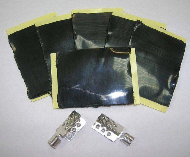 Клеммные обжимы и фрагменты битумного изоляционного материала