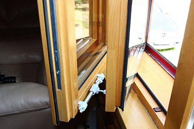 Окно «Lammin» с двумя стеклопакетами - на внешней и на внутренней створке
