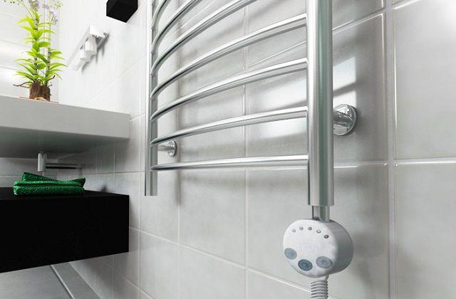 Электрический полотенцесушитель, оснащенный термостатом