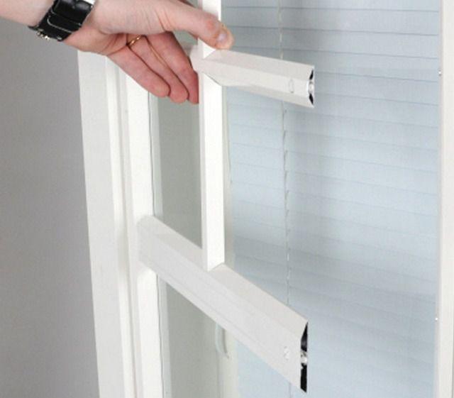 Особый вид окну придаст декоративная расстекловка из фальшь-накладок