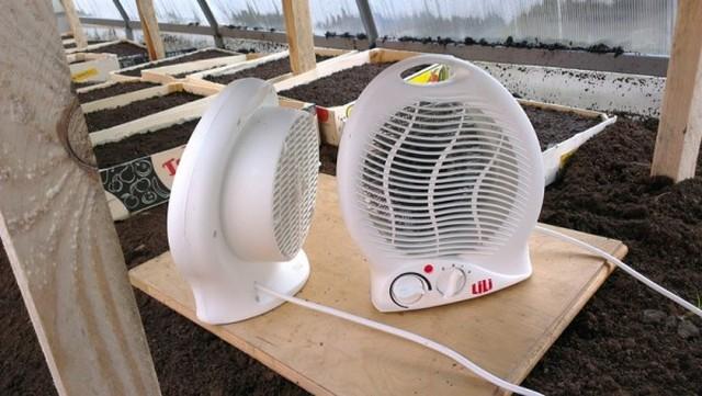 Иногда тепловентиляторы становятся помощниками в сельхозработах на участке
